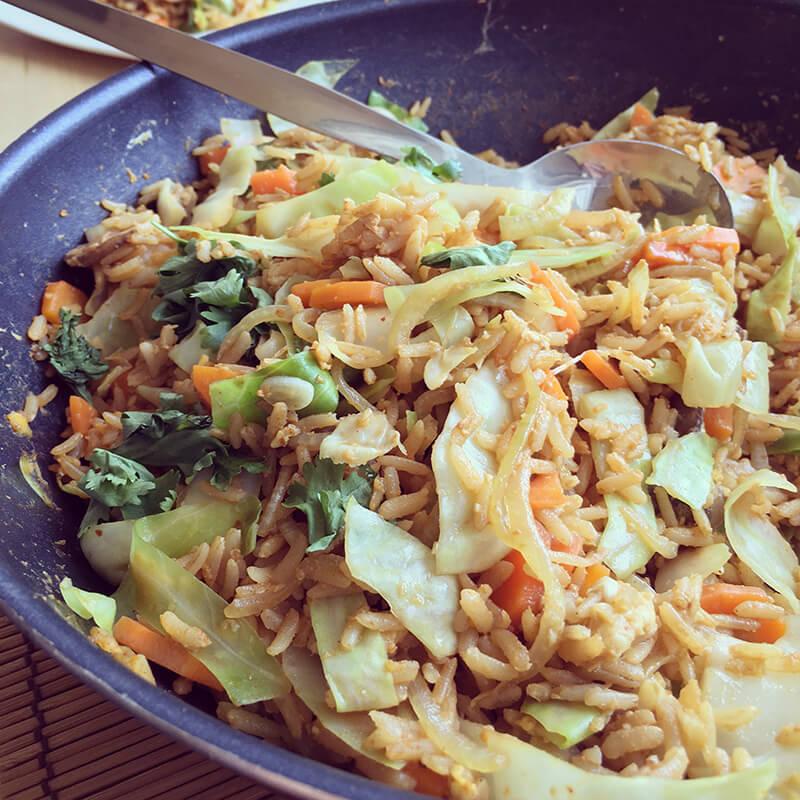 Riz complet sauté aux légumes