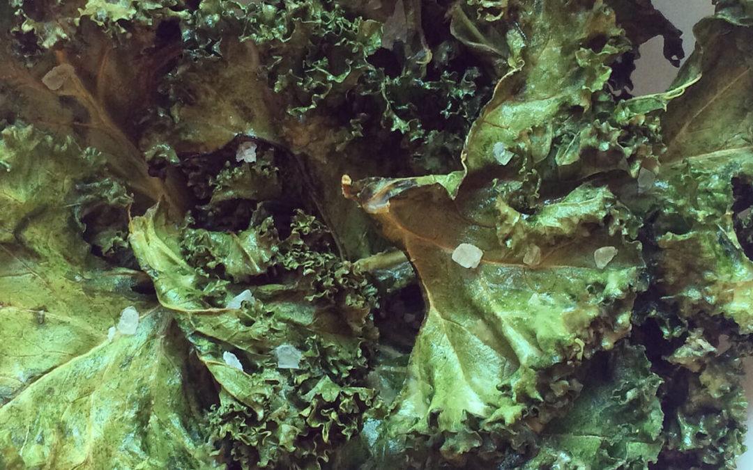 Chips de kale au beurre de cacahuètes