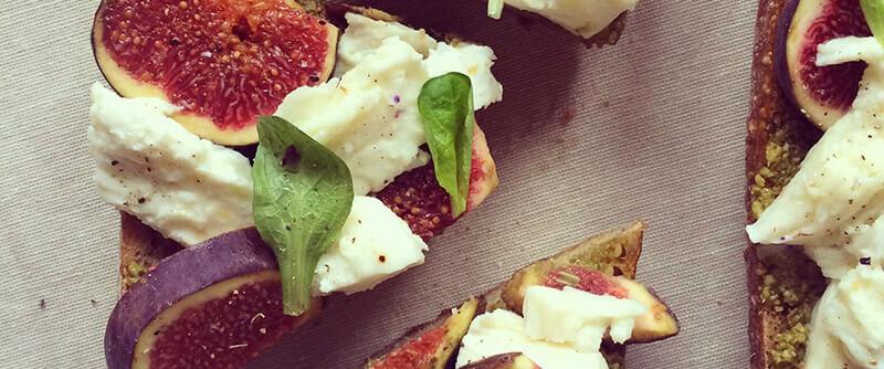 Baguette aux figues, pesto & mozzarella