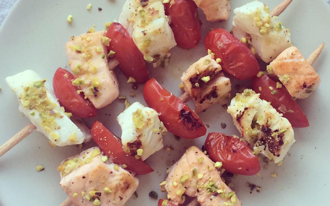 Brochettes de poisson & tomates cerise aux pistaches