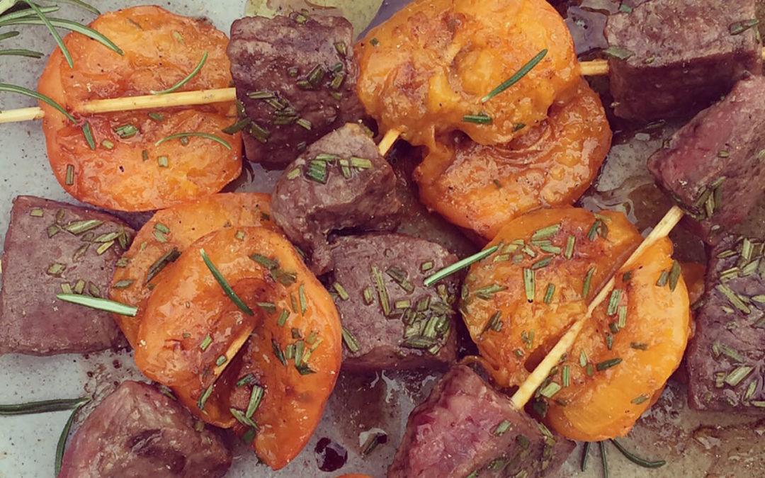 Brochettes d'agneau & abricots au romarin
