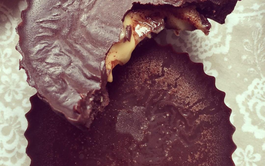 Chocolats crus fourrés au beurre de cacahuètes