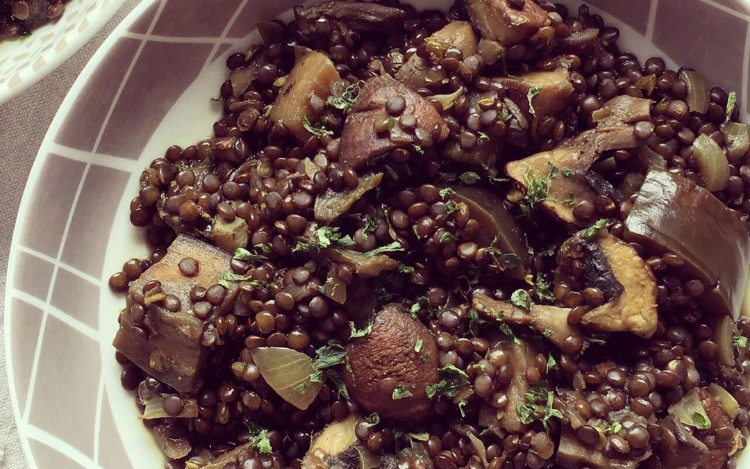 Curry de lentilles noires, aubergine & champignons