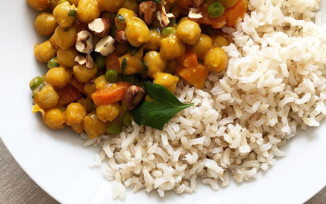 Curry de pois chiche aux petits pois & noisettes
