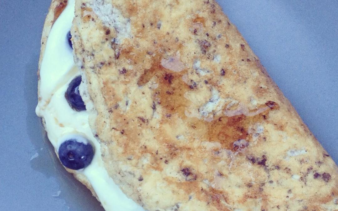Omelette sucrée aux myrtilles