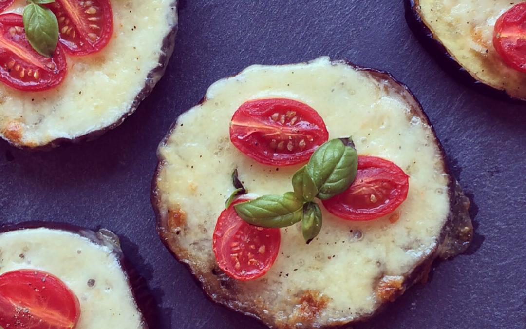 Pizzettas d'aubergine tomates cerise & mozzarella