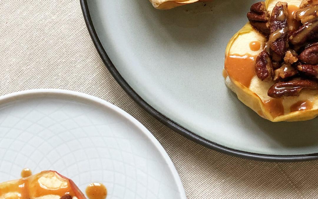 Pommes au four avec pécan caramélisées & caramel d'érable