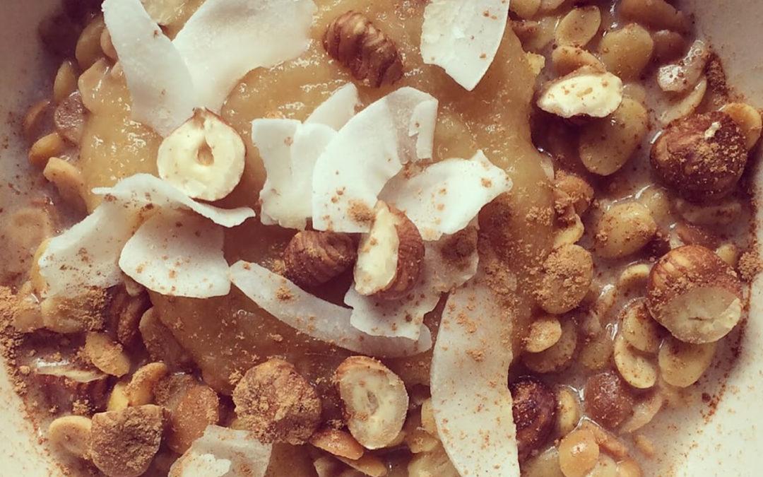 Porridge de soja au lait de coco, noisettes & pomme