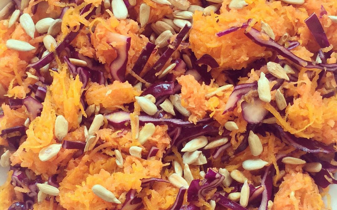 Salade de courge, carottes & chou rouge aux graines de tournesol