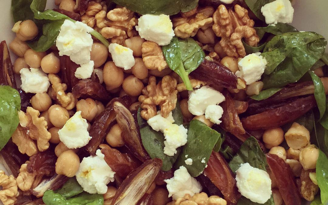 Salade de pois chiche & épinards aux dattes