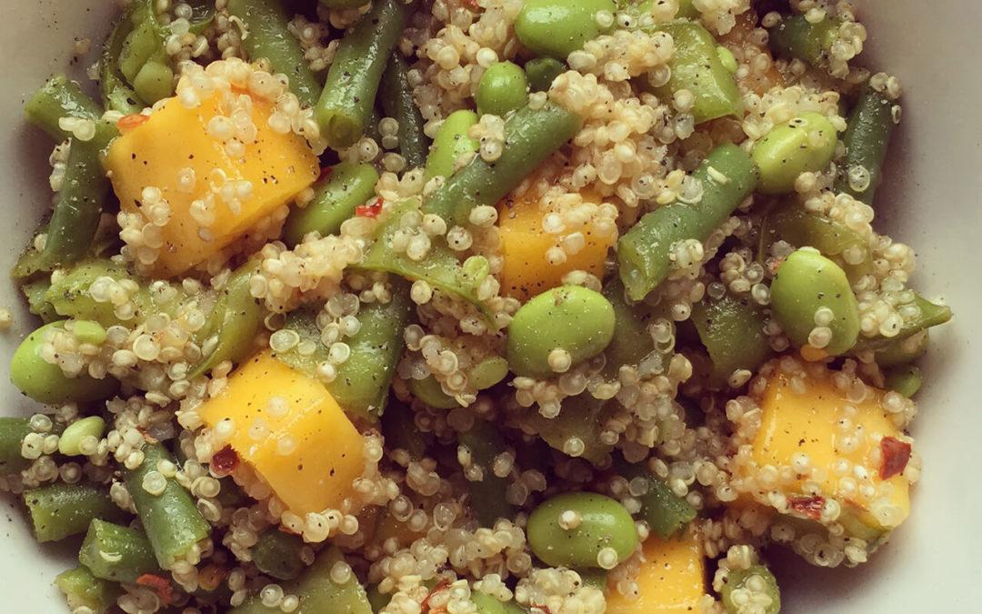 Salade de quinoa, mangue & fèves