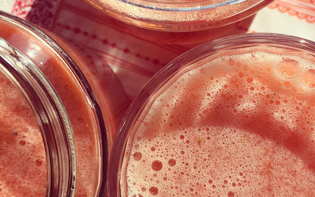 Smoothie fraise & rhubarbe au citron vert