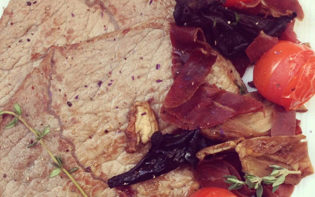 Tranches de boeuf aux champignons, viande séchée & tomates cerise
