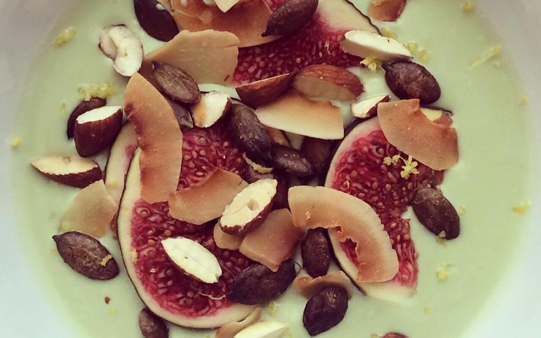 Yaourt au thé matcha aux figues, amandes & coco