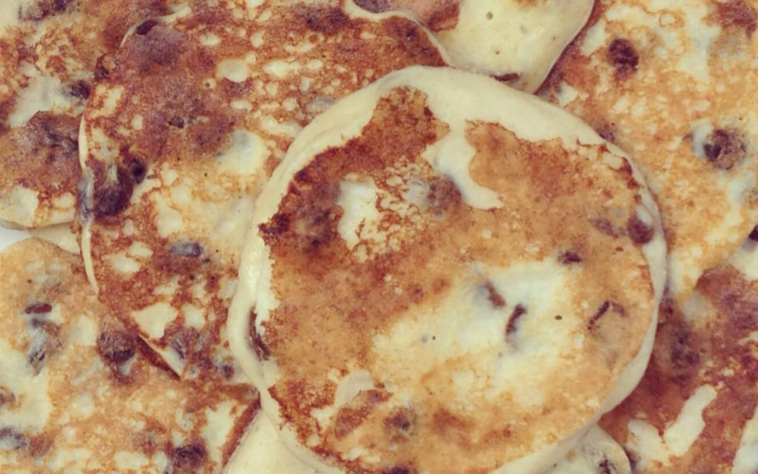 Syrniki ou petits pancakes au fromage blanc
