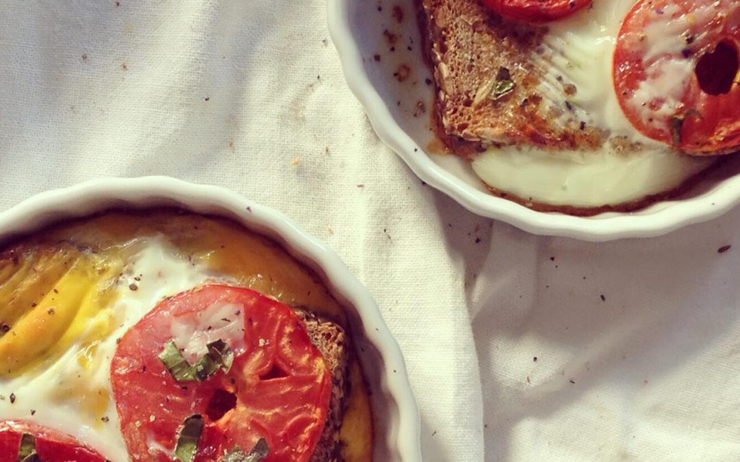 Tartines au four oeufs & tomates