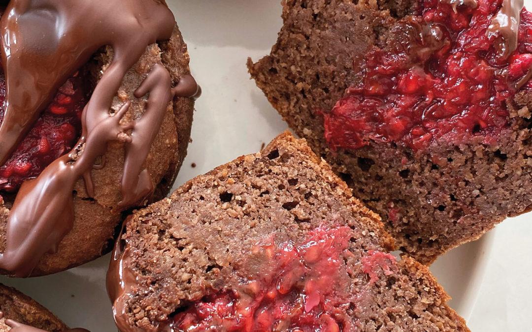 Muffins au chocolat protéinés fourrés à la framboise